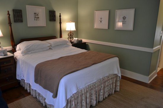 Oak Bluffs Inn: Room No. 8