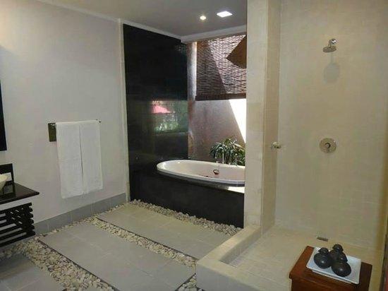 The Kunja Villas & Spa: Bathroom