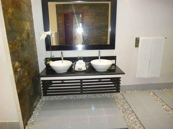 The Kunja Villas & Spa: Bathroom 2