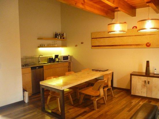 Rochester Hotel Bariloche: Cocina del loft