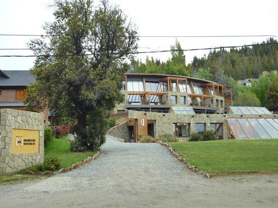 Rochester Hotel Bariloche: Frente del hotel