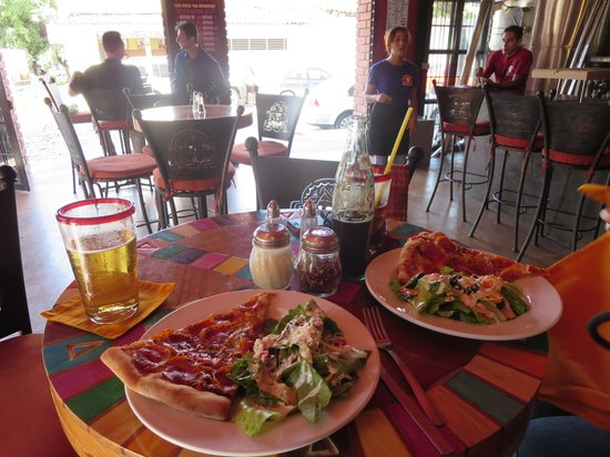 Los Muertos Brewing: beer, pizza and salad - good stuff!
