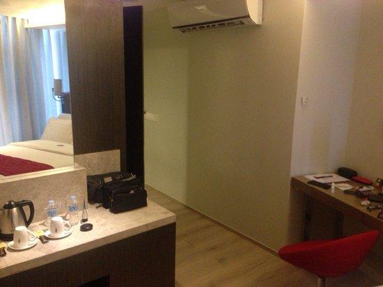 Hotel XYZ: Chic room