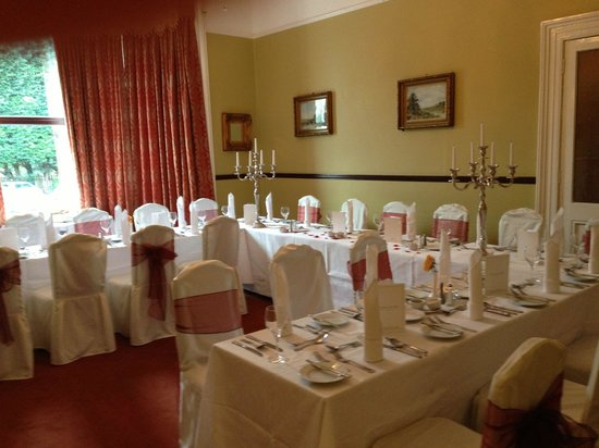 Oranmore Lodge Hotel: Small wedding in hunt room