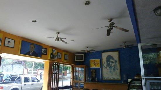Cafe de Poetas: Good atmosphere
