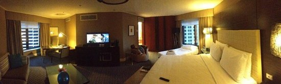Four Seasons Hotel Sydney: Our lovely room with a spare bed and still plenty of space!