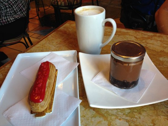 Apple Pie Bakery Cafe: Strawberry eclair | White chocolate latte | Brownie pot