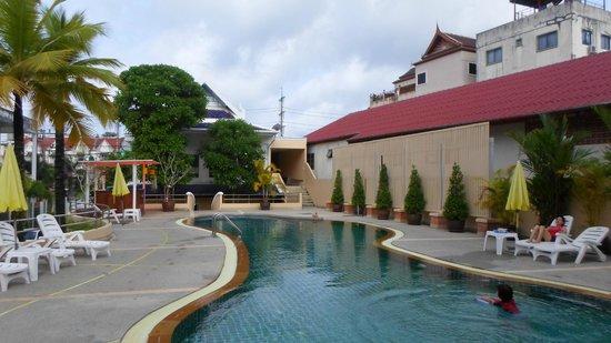 Andatel Grande Patong Phuket Hotel : Main Pool