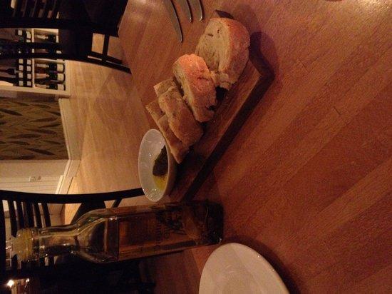 Wild Garlic Restaurant & Rooms: Delicious bread and oil