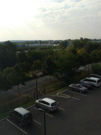 Ibis Styles Toulouse Cité Espace Hotel : Autopista y parking