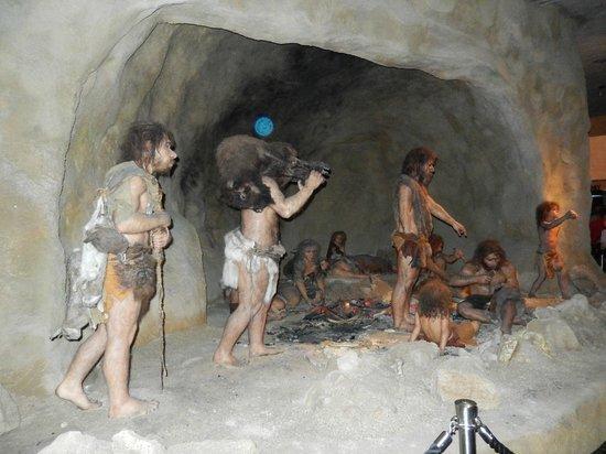 Krapina Neanderthal Museum: Caveman display