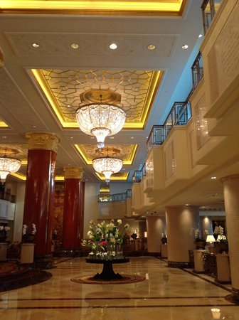 Shangri-La's China World Hotel: lobby