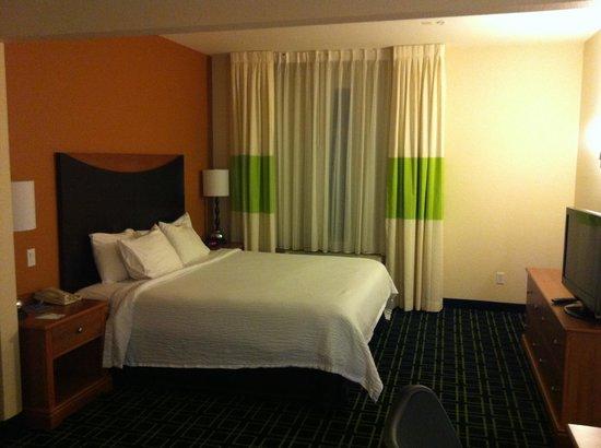 Fairfield Inn & Suites Phoenix Midtown : King size bed