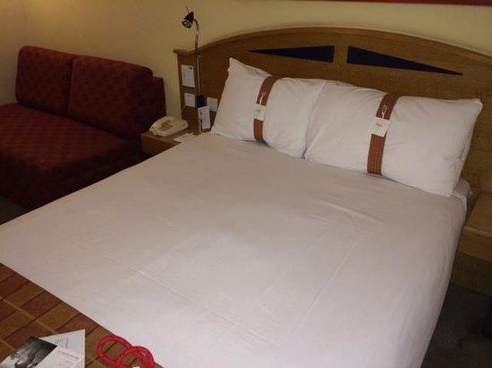Holiday Inn Express Edinburgh - Waterfront: Looks good but its not..