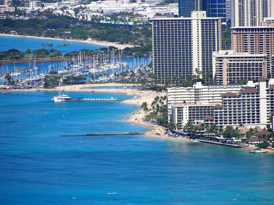 Outrigger Reef Waikiki Beach Resort: View of Outrigger from Diamond Head