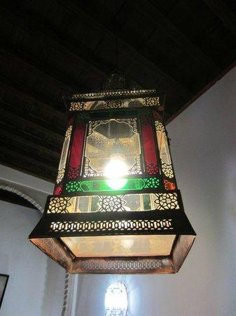 HOTEL CASA MORISCA: Lámpara en Salón de Lectura