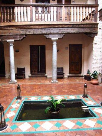 HOTEL CASA MORISCA: Patio