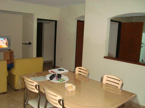 Inter Apart Hotel: Living comedor