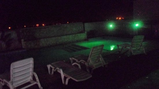 MARINA Vip Club Resort & spa: piscina a noite