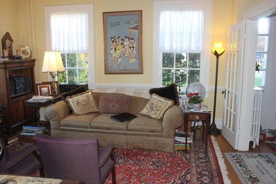 Alice Person House: Living Room