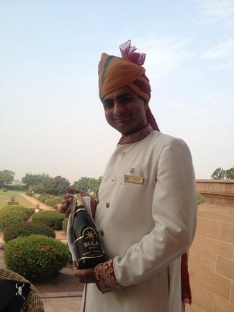 Umaid Bhawan Palace Jodhpur: champagne at breakfast