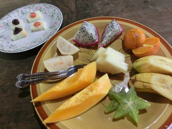 Yakushima Fruit Garden: 試食のフルーツ