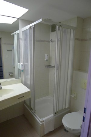 NH Bingen: Shower stall