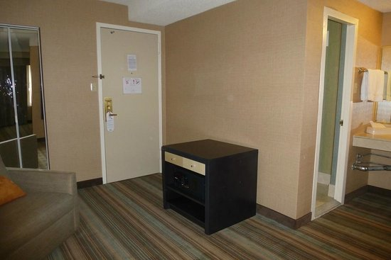 Holiday Inn Midtown / 57th St: A safe and sitting area