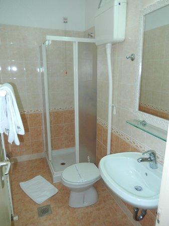 Hotel Kastel: Ensuite bathroom