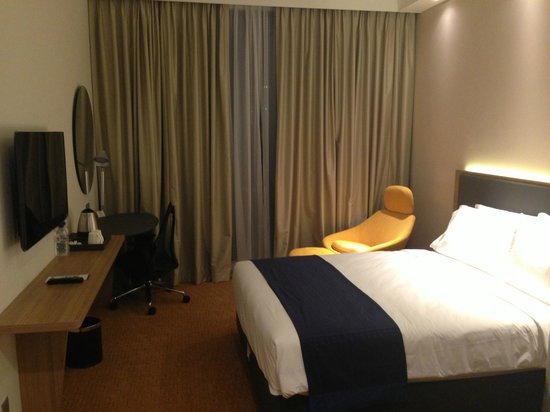 Holiday Inn Express Singapore Orchard Road: simple but functional room
