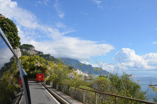 Sorrento House Travel : The drive is right on the edge -