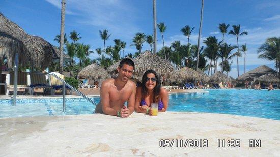 Iberostar Dominicana Hotel: Tomando un trago en la pileta (piscina como le dicen alla)