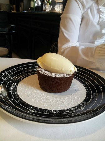 Le Saint Julien : Ice cream with chocolate fondant