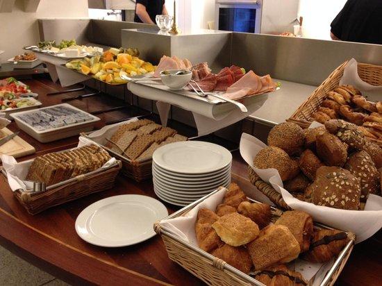 BEST WESTERN Hotel City : Breakfast