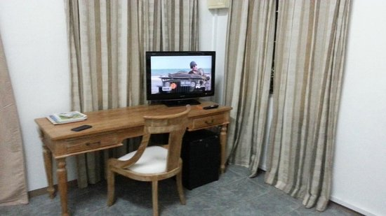 Paradise Beach Hotel: Nice TV