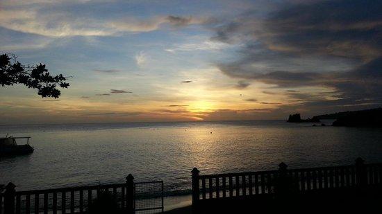 Paradise Beach Hotel: Sunset
