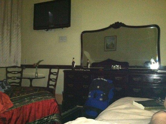 Hotel Santo Tomas: Large room, 12 ft ceilings, clean.