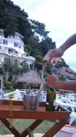 Boracay West Cove : complimentary bottle of wine.