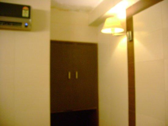 Hotel Golden Deluxe: Inside Room Number 20