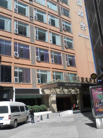 Enjoying International Hotel : Front of hotel...
