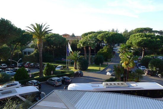Crowne Plaza Rome - St. Peter's : View from the room's balcony on the front of the hotel.