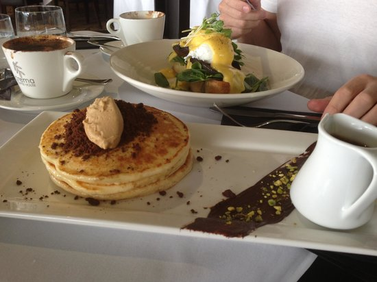 Peterson House: The Coffee Pancakes & Eggs Benedict