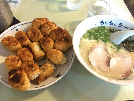 Gyozakaikan: 餃子二人前ともしもしラーメン