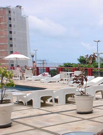 Bahiamar Hotel : area de lazer com piscina