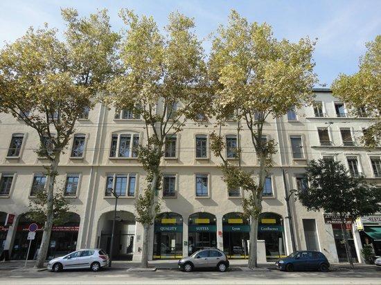 Quality Suites Lyon Confluence : Fachada del hotel
