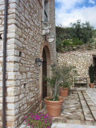 Agriturismo il Bastione: terrace to dining room