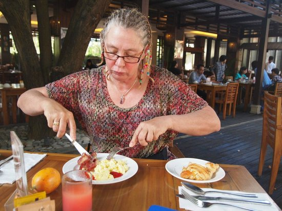 Best Western Kuta Villa : Despite the look on her face, she loves her breakfast
