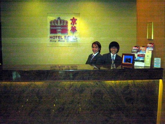 Hotel Royal Singapore: Front Desk and Ms San Diego