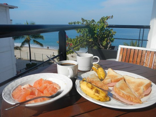 Hotel Suites Nadia: Petit déjeuner au dernier étage avec vu sur la mer