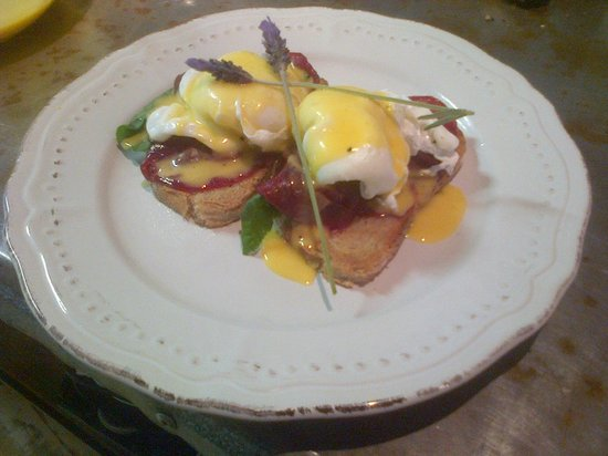 Heath Cafe & Deli: Springbok Eggs Benedict